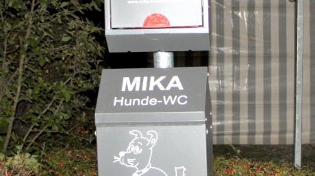 Bei der Entsorgung von Hundekotbeuteln gibt es immer wieder Beschwerden. In Kleinaitingen wurden dafür Hundetoiletten, wie hier am Rathausplatz, aufgestellt.