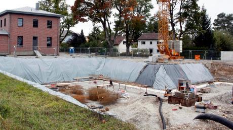 Die Fundamente für den geförderten Wohnungsbau am Bahnhof wurden schon gesetzt.
