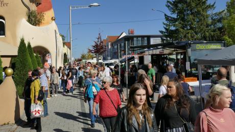 Tausende Besucher bummelten am Sonntag durch die Budenstraße im Königsbrunner Zentrum.