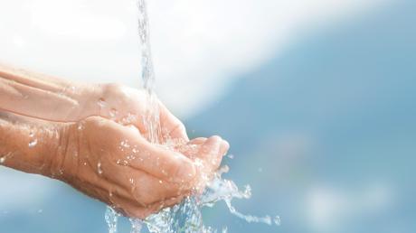 In Schwabmünchen kostet der Kubikmeter Wasser künftig statt 89 Cent 1,17 Euro. Die Grundgebühr steigt von zwei auf drei Euro im Monat also von 24 auf 36 Euro im Jahr.