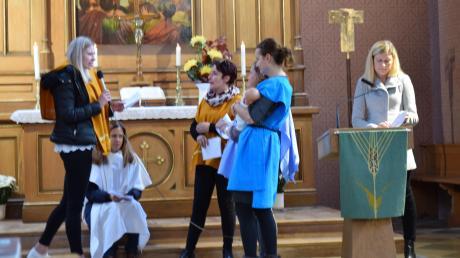 """""""Lasset die Kinder zu mir kommen"""", unter dieses Wort Jesu war der Gottesdienst gestellt; die Erzieherinnen stellten das Evangelium dazu szenisch dar."""