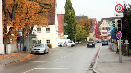 Bei starkem Verkehrsaufkommen aus der Reinhartshofer Straße (weißer Kombi) soll die Ampel an der Lindauer Straße durch eine Überwachungskamera auf Rot geschaltet werden.