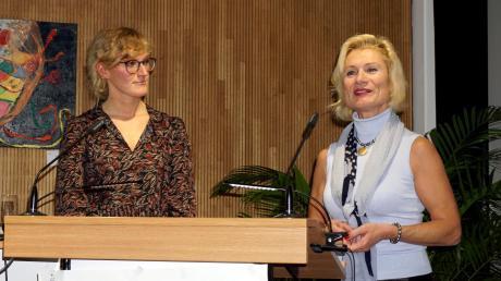 Kulturbüroleiterin Ursula Off-Melcher mit der Referentin Birte Bambusch-Groetzki nach dem Vortrag.