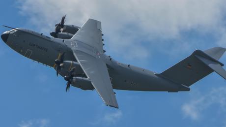 Seit September 2012 gibt es am Lechfeld gelegentliche Starts und Landungen des A400M. Wie laut das neue Transportflugzeug ist, zeigt die Bundeswehr am Donnerstag mit einem angekündigten Demonstrationsflug.
