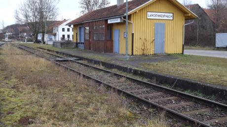 Am Bahnhof müsste Langenneufnach einiges investieren, sagt Bürgermeister Josef Böck, doch die Chancen und Vorteile würden überwiegen.