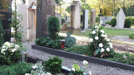 Friedhöfe spiegeln die Gesellschaft: Klassische Gräber werden seltener, andere Bestattungsformen machen sich immer mehr breit. Jetzt gibt es schon die letzte Ruhe in der Bio-Urne.