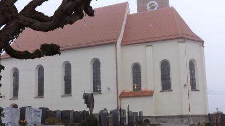 Der Dachstuhl der Kirche St. Alban wurde erneuert und die Außenfassade ist frisch gestrichen.