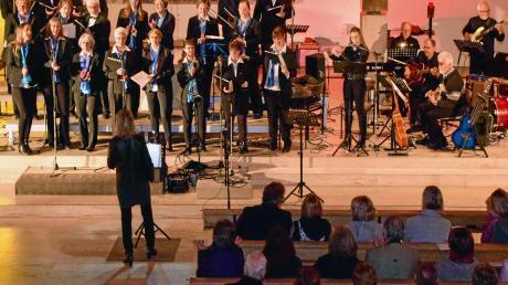 """Mit einem Konzert ganz nach dem Gefallen der vielen Zuhörer feierte der """"Chor und Band Sankt Martin"""" sein 50-jähriges Jubiläum. Foto: Uwe Bolten"""