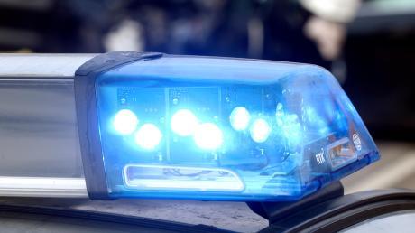 Die Polizei musste sich um einen Senior kümmern, der mit seinem Auto auf der Autobahn gestrandet war.
