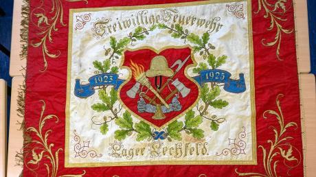 Die Fahne der Feuerwehr Lagerlechfeld ist nach 95 Jahren wieder zurück. Die handbestickte Fahne ist in einem sehr guten Zustand.