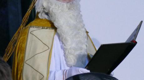 Der Nikolaus kam höchstpersönlich zum Aitinger Advent.