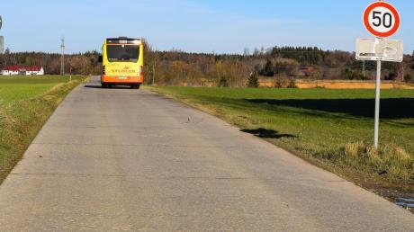 Die Verschmälerung der Leuthaustraße und die Einrichtung von Ausweichstellen wurde mit den Schulbusunternehmen besprochen. Die Betonplatten der Leuthaustraße sollen entfernt werden. Die Straßenschäden, insbesondere in Schwabegg, sind beträchtlich.