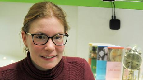 """In ihrer ersten Lesung stellte die junge Schwabmünchner Autorin Judith Pientschik ihre vierbändige Fantasy-Romanreihe """"Das Vermächtnis"""" im Hörzentrum Böhler vor."""