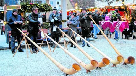 Alphornbläser sorgten für die passende Weihnachtsstimmung auf dem Markt in Wehringen.