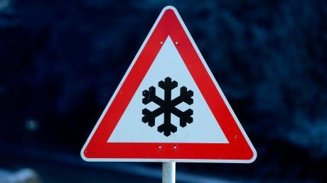 Vorsicht vor winterlichen Straßenverhältnissen: Überfrierende Nässe hat am Dienstagmorgen mehrere Unfälle im Landkreis Augsburg verursacht.