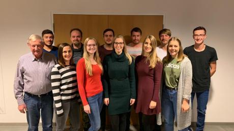Das sind die Darsteller des diesjährigen Theaterstücks des Burschenvereins Langerringen.