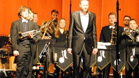 """Nur Schlagwerk und Blechbläser spielen in der Brass Band """"Woodshockers""""."""