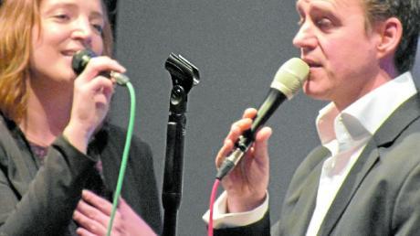 Nina Sirch und Matthais Wolff überzeugten als Gesangsduett beim jazzigen und beswingten Weihnachtskonzert mit dem An'D Sharp Quartet im Gräbinger Kulturzentrum.