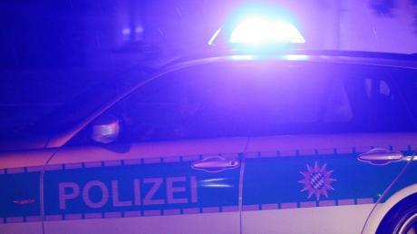 In der Nacht auf Mittwoch beschädigten Unbekannte die öffentliche Toilette im Pöttmeser Rathaus.