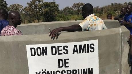 Mit Hillfe des Spendengelds des Königsbrunner Vereins KfBiA wurde im afrikanischen Togo ein neuer Brunnen gebaut und jetzt eingeweiht.