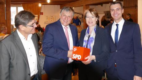 Mit Unterstützung durch Bundestagsabgeordnete Ulrike Bahr (Zweite von rechts) begann beim Neujahrsempfang in Bobingen der SPD-Wahlkampf.