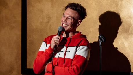 Stand-up-Comedian Nick Schmid aus Untermeitingen tritt derzeit mit seinem ersten Soloprogramm auf.
