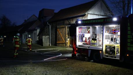 In der Abenddämmerung rückte am Mittwoch die Freiwillige Feuerwehr nach Gennach aus: In der Dorfstraße wurde ein Feuer an einer Scheune gemeldet. Wie sich herausstellte, war die Situation weniger dramatisch. Aus noch ungeklärter Ursache qualmte eine Mülltonne. Die Feuerwehr war schnell vor Ort und konnte Schlimmeres verhindern.