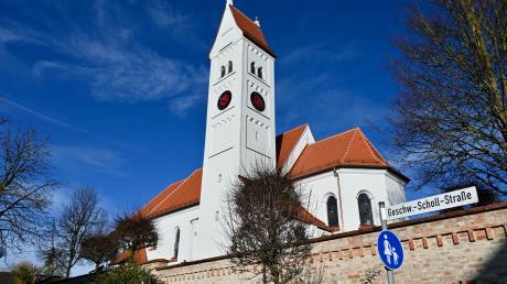 Die Pfarrkirche in Oberottmarshausen musste aufwendig saniert werden, die Kosten für die Arbeiten belaufen sich auf rund 600000 Euro.