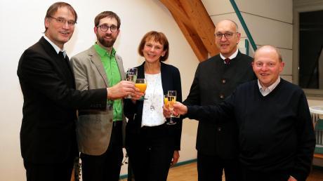 Gesegnetes neues Jahr wünschten sich auf dem Neujahrsempfang in Großaitingen (von links) Pfarrer Hubert Ratzinger, Pfarrer David Metzger, Rita Steidle (Vorsitzende des Pfarrgemeinderates), Bürgermeister Erwin Goßner und Diakon Armin Pfänder.