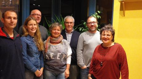 """Kandidieren für die """"Unabhängigen Bürger"""" in Langenneufnach: (von links) Tobias Lutz, Lena Hochwind, Johann Hochwind, Dagmar Beier, Franz Wenninger, Sascha Nentwich und Irene Settele."""