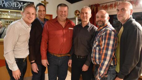 """Die fünf Topkandidaten von """"Gemeinsam für Klosterlechfeld"""" (von links) Matthias Krause, Thomas Müller, Bürgermeisterkandidat Günther Ostermair, Wolfgang Wech, Robert Holzer und Dirk Liebing."""