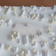 Diese Modellvariante favorisieren die Bauausschuss-Mitglieder: Zwei lang gezogene Häuserblöcke an der Haunstetter Straße beherbergen die Studentenwohnungen, an der Mozartstraße (rechts) entstehen zudem zwei weitere Wohnhäuser.