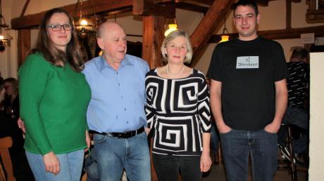 Melitta und Manfred Gehann (Mitte) übergeben das Wirtshäusl an Carmen Gerum und Peter Rohrmoser.