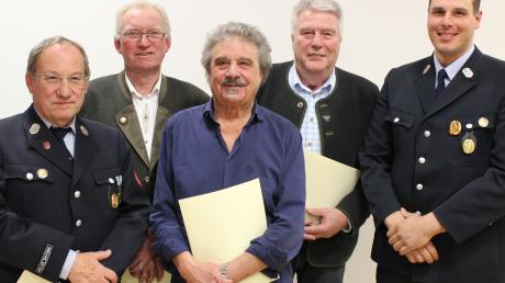 Folgende Mitglieder der Feuerwehr Untermeitingen wurden bei der Jahreshauptversammlung geehrt (von links): Heinz Grashei, Konrad Rieder, Ananuzieto Fortugno, Werner Mayr und Armin Auerbacher.