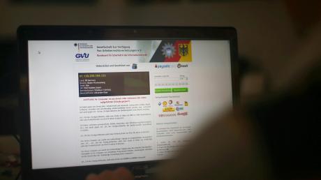 Im Internet lauern für die Nutzer viele versteckte Gefahren. Einige Kommunen sensibilisieren ihre Bürger dafür mit speziellen Onlineschulungen. In Königsbrunn hatte man das Thema angedacht. Vorerst wird es aber nun keine kostenlosen Schulungen geben.