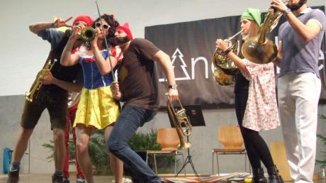 Das Ensemble Sepp-Depp-Septett musizierte, sang und schauspielerte mit viel Brillanz und Hingabe.
