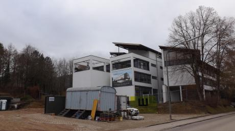 Die Firma Topstar plant in Langenneufnach ein neues Hochregallager – es soll bis zu 40 Meter hoch sein.