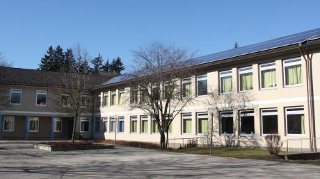 Die Schule in Langerringen bekommt neue Fenster. Die Kosten für den kompletten Austausch liegen voraussichtlich bei einer halben Million Euro.