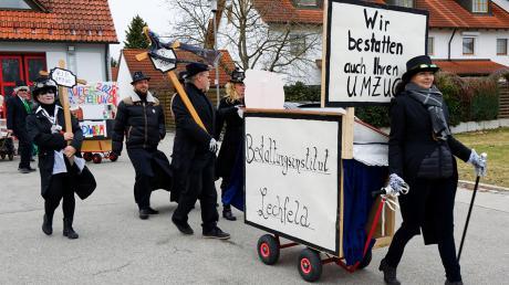 Zu Grabe getragen werden muss der Faschingsumzug in Klosterlechfeld nicht, denn heuer findet er wieder statt.