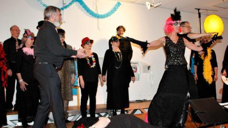 Dramatische Szenen aus der Mailänder Oper brachte der Chor Vox Villae aus Weil auf die Bühne in der Klosterlechfelder Schule.
