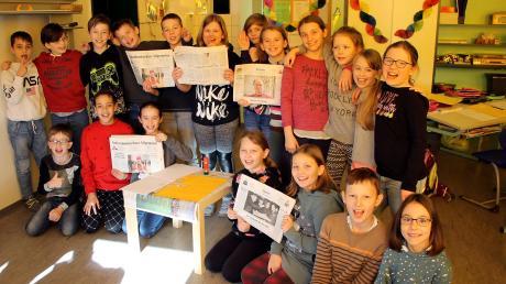 """Wie entsteht die Zeitung? Die Viertklässler der Grundschule Walkertshofen nehmen am """"ZISCH""""-Projekt unserer Zeitung teil und lernen dabei eine Menge."""
