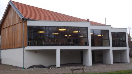 Das ehemalige Lagerhaus von Walkertshofen hat seine Bezeichnung auch nach seinem Umbau zum Bürgersaal behalten.