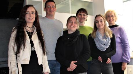 Das Basisteam des Sanocuore Pflegedienstes steht in der Wohngruppe Langerringen bereit: (von links) Denise Kratzer, Kai Markhoff, Sabrina Kratzer, Vera Frkovic, Jessica Kratzer und Natalia Schweigert.