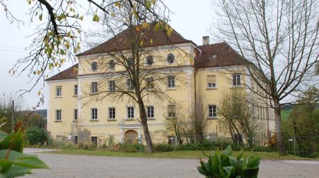 Spannendes Großprojekt der Gemeinde: Das Mickhauser Schloss wird saniert, die restlichen Ökonomiegebäude im Schlosshof sollen auch renoviert werden.