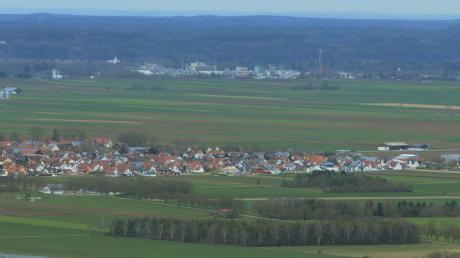 Entlang der B17 errichtete BMW ein Ersatzteillager. Eine Erweiterung des Kleinaitinger Gewerbegebiets lehnte der Gemeinderat ab, nachdem sich Landwirte mit einem Bürgerbegehren dagegen gewehrt hatten.