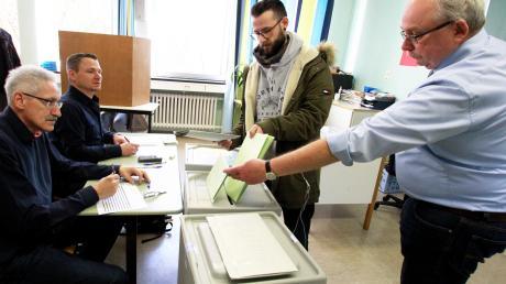 Für Jürgen Schuhmaier war es wichtig, an der Kommunalwahl teilzunehmen, auch wenn er sich Gedanken über das Risiko einer Ansteckung mit dem Coronavirus machte. Mehr als 6000 Königsbrunner nutzten die Briefwahl.