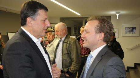 Vor sechs JahrengratulierteKlaus Förster (links) Bernd Müller zum Wahlsieg. Ende Märzentscheidet die Stichwahl, wer neuer Bobinger Bürgermeister wird.