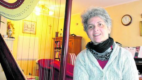 Monika Galkin erhält den Anerkennungspreis zum Kulturpreis 2019 der Stadt Königsbrunn. Die Musikerin spielt mehrere Instrumente, aber die Harfe hat sie schon immer geliebt.