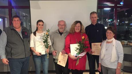 Auf der Jahreshauptversammlung des Skiclubs Königsbrunn gab es zahlreiche Ehrungen. Unser Bild zeigt: (von links) Alfred Stimpfle (2. Vorsitzender), Theresa Weiberg (Jugendleiterin, in Vertretung für ihren Vater Klaus Weiberg), Erwin Bäßler, Karin Rausch, Thomas Sager und Irene Tarasenko (Kassenwartin).