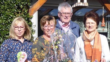 Gratulanten und die Jubilarin (von links): Schriftführerin Marianne Stellinger, Vorsitzende Irmgard Schorr, Kassenwart Udo Baiter und stellvertretende Vorsitzende Johanna Egger.